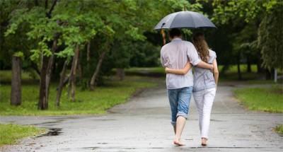 Tips Kencan Saat Musim Hujan